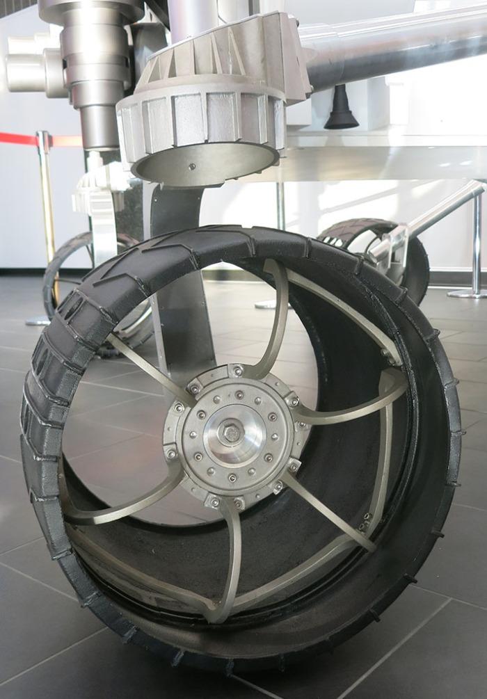 Lobby Curiosity Wheel