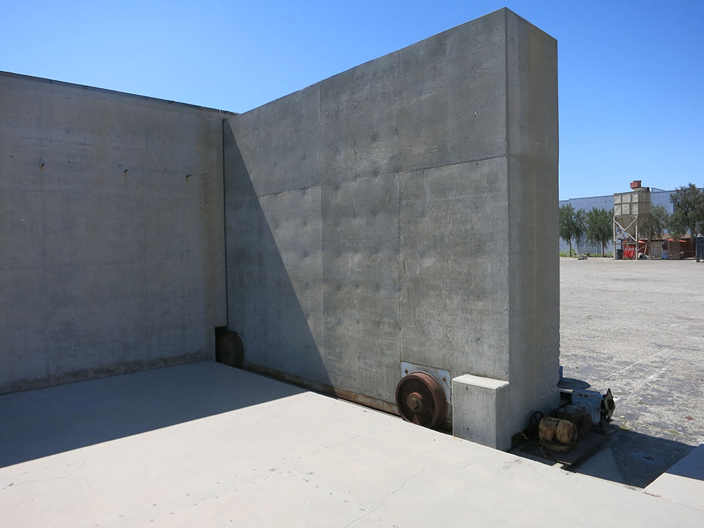 Modernica 99 - Bunker door